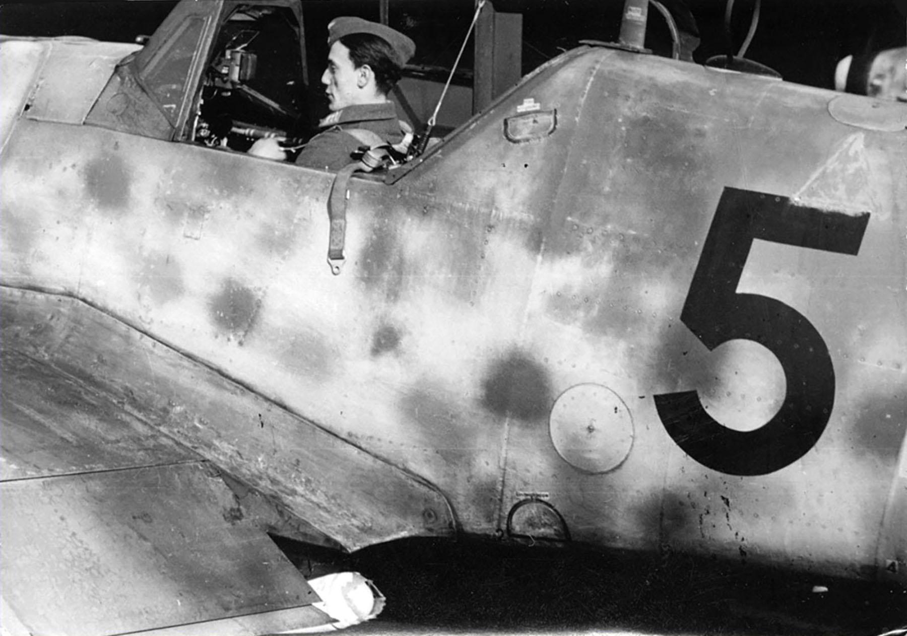 Messerschmitt Bf 109G6R3 Erla Reichsverteidigung Black 5 unknown unit and pilot 01