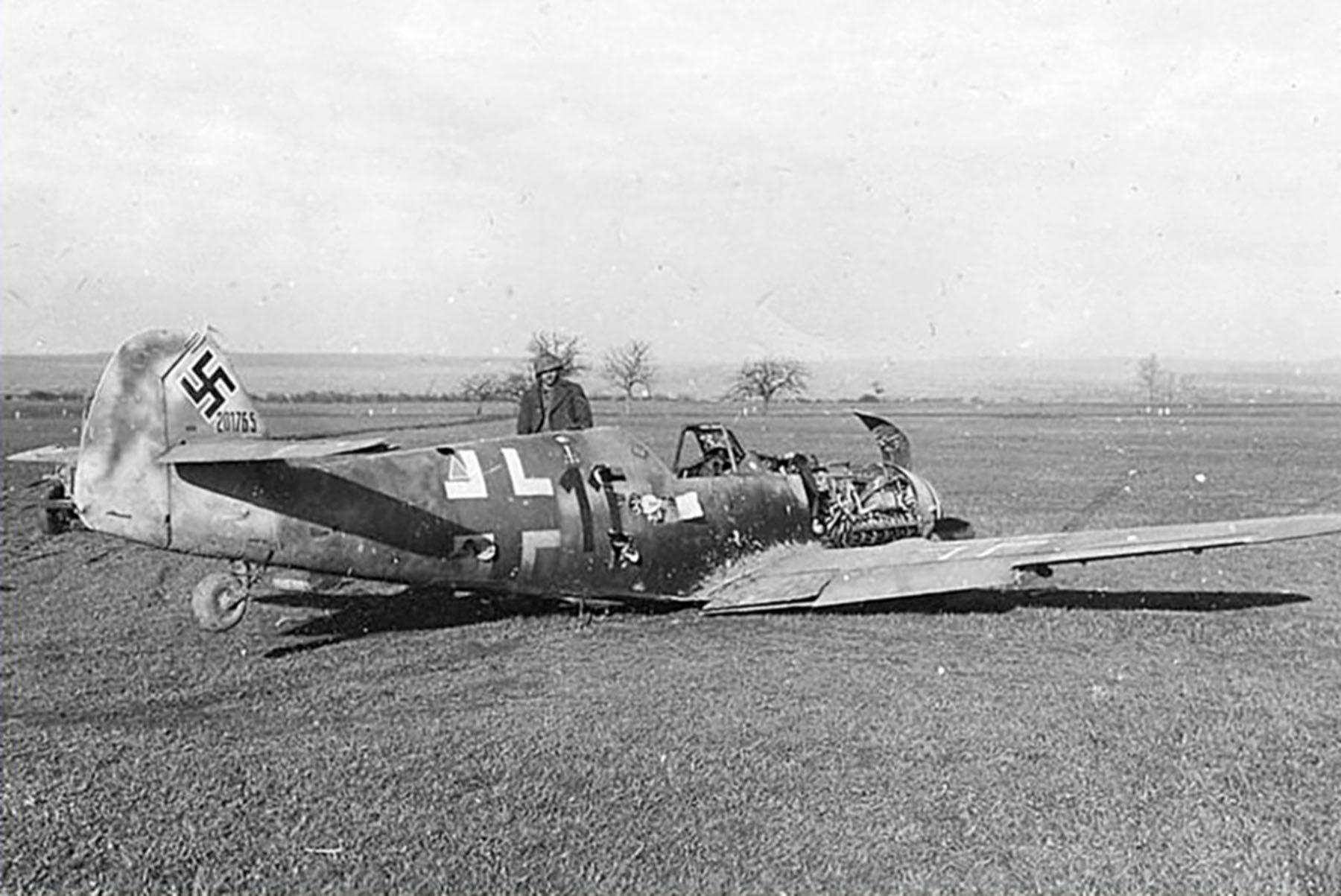 Messerschmitt Bf 109G8 Reichsverteidigung Black 11 WNr 201765 force landed unknown unit and pilot 01