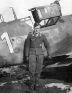 Asisbiz Messerschmitt Bf 109G6R3 Reichsverteidigung White 1 unknown unit and pilot 01