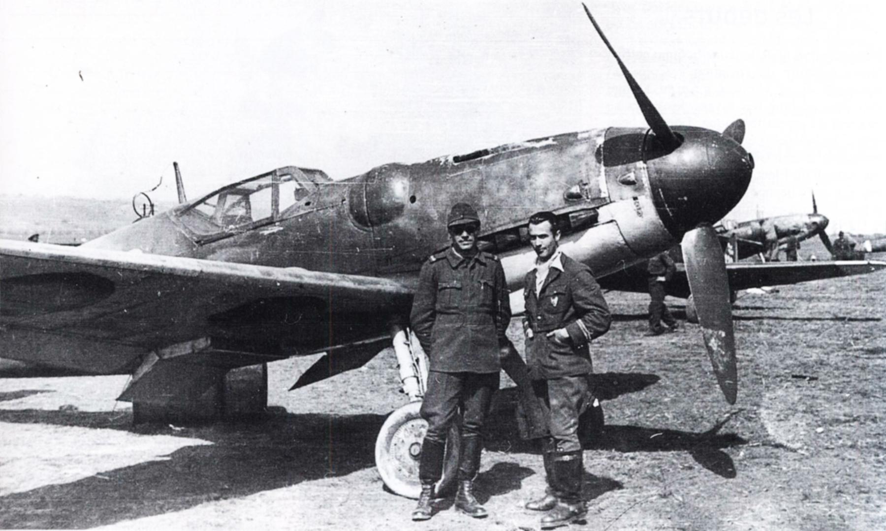 Bf 109G6 Erla ARR Aeronautica Regala Romana photographed in Slovakia 1945 Avions 87 June 2000 P39