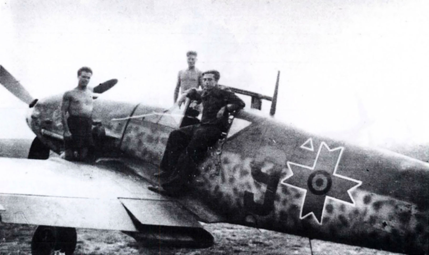 Messerschmitt Bf 109G2 RRAF 9FG Red 9 Romania 1944 Avions 87 June 2000 P42