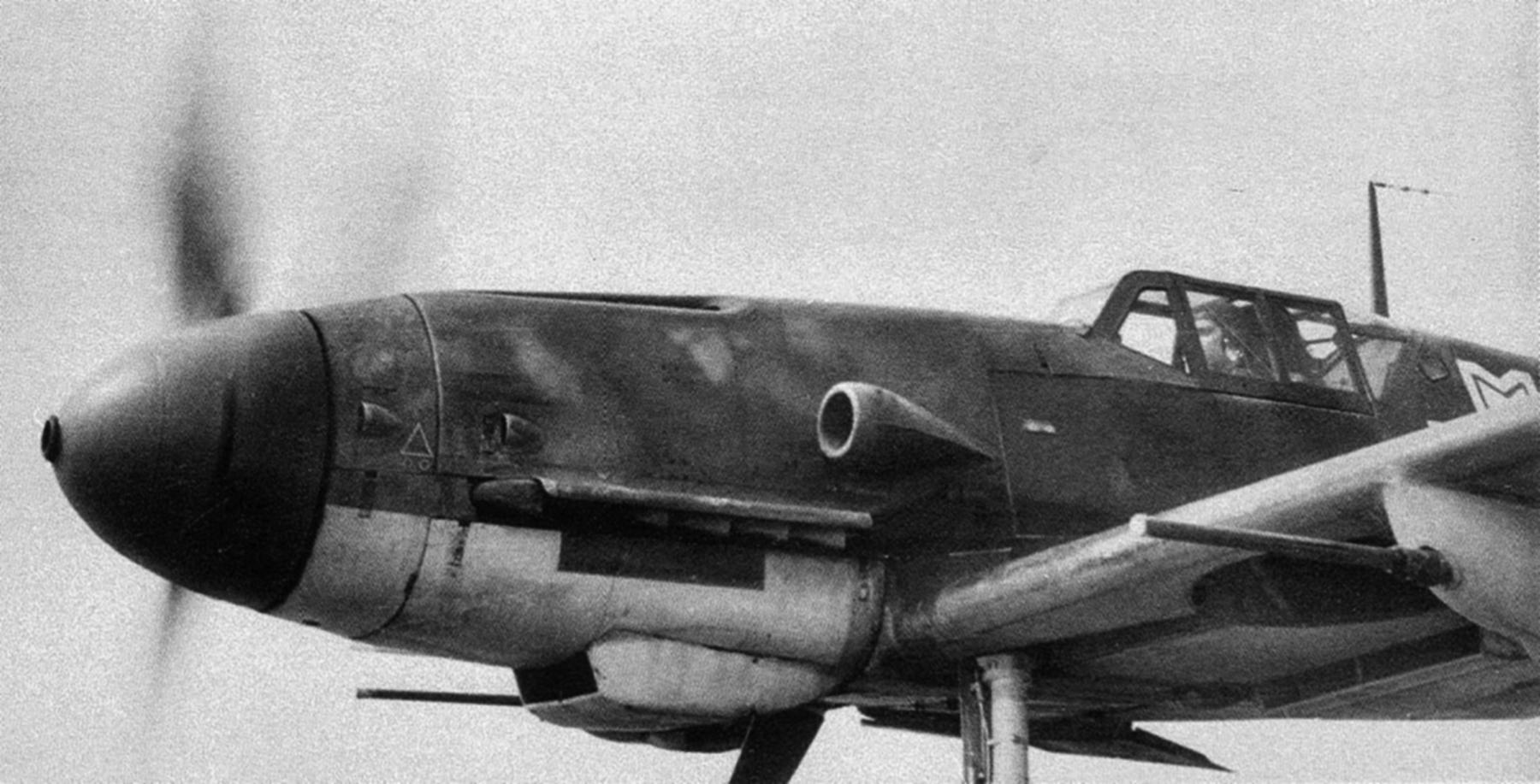 Messerschmitt Bf 109G2R6 RRAF 7FG Rumanian AF with 2 MG 151 20mm cannon Southern Russia 1943 01