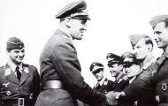 Asisbiz Aircrew Luftwaffe pilots I.NJG1 Wilhelm Johnen with Werner Streib June 1943 01
