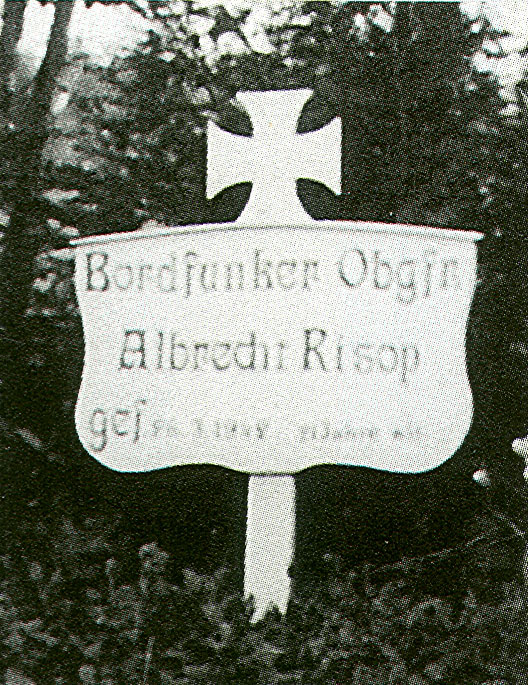Aircrew Luftwaffe pilot Wilhelm Johnen Bordfunker Paul Mahle grave 01