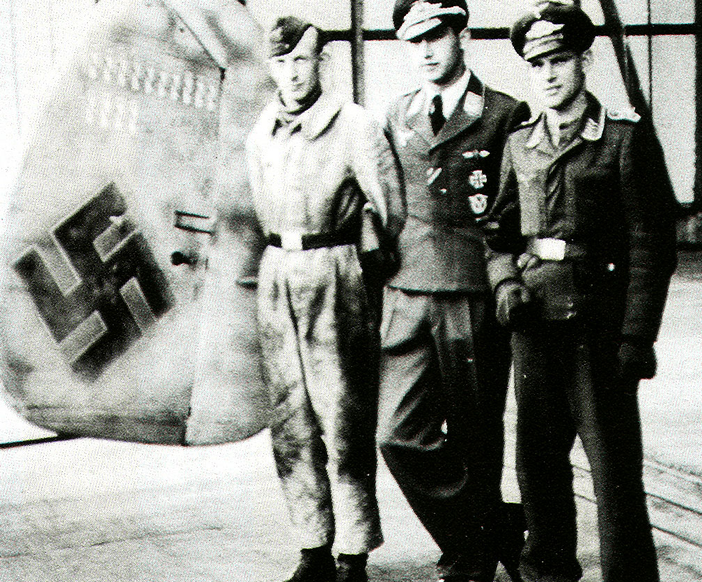 Aircrew Luftwaffe pilot Wilhelm Johnen with Paul Mahle 1944 01