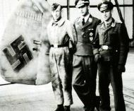 Asisbiz Aircrew Luftwaffe pilot Wilhelm Johnen with Paul Mahle 1944 01