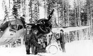 Asisbiz FAF LeLv42 BL158 crew prepare for a recon mission to Tsolmusa and Per Navalok 6th Feb 1942 01