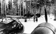 Asisbiz FAF LeLv42 BL158 crew prepare for a recon mission to Tsolmusa and Per Navalok 6th Feb 1942 02