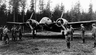 Asisbiz FAF LeLv42 showing their aircraft to fellow Luftwaffe airmen Vartsila Finland Sep 1941 01