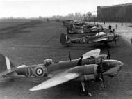Asisbiz Bristol Blenheim RAF 82Sqn UXA P6915 England 1940 01