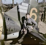 Asisbiz Brewster Buffalo MkI FAF 2.LeLv24 BW366 Capt Karhunen with 31 kills at Lake Suulajarvi 19th Aug 1943 01
