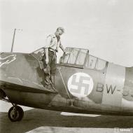 Asisbiz Brewster Buffalo MkI FAF 2.Lelv24 BW393 Hans Wind with 33 kills at Lake Suulajarvi 19th Sep 1943 04