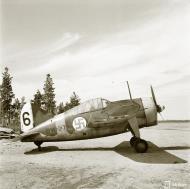 Asisbiz Brewster Buffalo MkI FAF 4.LeLv24 BW374 at Suulajarvi Finland 8th May 1944 01