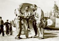 Asisbiz Brewster Buffalo MkI FAF 4.LeLv24 with Lt Karhunen giving instructions at Rantasalmi 10th Jul 1941 24435
