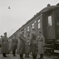 Asisbiz Adolf Hitler's visit to Marshal Mannerheim on his 75th birthday at Immola 4th Apr 1942 89589