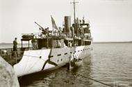 Asisbiz Finnish Navy VML 17 Minelayer ML Ruotsinsalmi newly painted 18th May 1942 93441