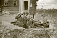 Asisbiz Finnish air defense 20mm anti aircraft gun man their positions at Tokari 20th Apr 1942 84121