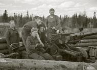 Asisbiz Finnish air defense 40mm anti aircraft gun man their positions at Tokari 20th Apr 1942 84131