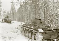 Asisbiz Finnish and German Panzer II forces advance along the Kiestinki road towards Jelettijarvi 5th May 1942 86086