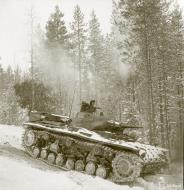 Asisbiz Finnish and German Panzer III forces advance along the Kiestinki road towards Jelettijarvi 5th May 1942 86054