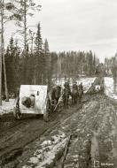 Asisbiz Finnish and German forces advance along the Kiestinki road towards Louhen 7th May 1942 87564