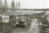 Asisbiz Finnish and German forces advance along the Kiestinki road towards Louhen 7th May 1942 87566