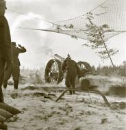 Asisbiz Finnish army artillery firing at Soviet positions around Sirkiansaari 14th Oct 1941 56814