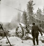 Asisbiz Finnish army artillery firing at Soviet positions around Sirkiansaari 14th Oct 1941 56820
