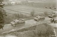 Asisbiz Finnish army parade their newly acquired Sturmgeschutz III at Enso 4th Jun 1941 151595