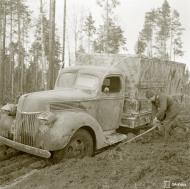 Asisbiz Finnish army truck having to deal with the winter thaw and muddy conditions Rukajarvi 10th Apr 1942 85192