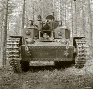 Asisbiz Finnish army using a captured Soviet T28 tank during the battle around Lapland 8th Jul 1941 24415