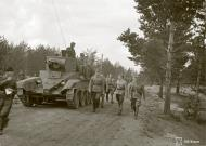 Asisbiz Finnish army using captured Soviet BT5 tanks advance towards Vitele 11th Sep 1941 43880
