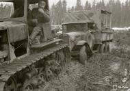 Asisbiz Finnish army vehicles having to deal with the winter thaw and muddy conditions Aunus Levina 17th Apr 1942 85063