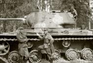 Asisbiz Finnish army with their restored Soviet KV1 tank around Pihkalanjarvi 4th Jul 1944 152131
