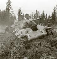 Asisbiz Finnish army with their restored Soviet T34 tank during field tests 29th Jun 1943 sa kuva 138086
