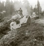 Asisbiz Finnish army with their restored Soviet T34 tank during field tests 29th Jun 1943 sa kuva 138090