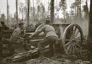 Asisbiz Finnish artillery supporting troops advance around Rukajarvi 24th May 1942 88955