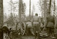 Asisbiz Finnish artillery supporting troops advance around Rukajarvi 24th May 1942 88957