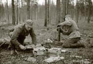 Asisbiz Finnish artillery supporting troops advance around Rukajarvi 24th May 1942 88958
