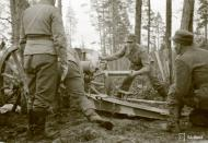 Asisbiz Finnish artillery supporting troops advance around Rukajarvi 24th May 1942 88962