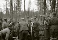 Asisbiz Finnish artillery supporting troops advance around Rukajarvi 24th May 1942 88964