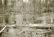 Asisbiz Finnish soldiers catching their lunch around Rukajarvi 4th Apr 1943 127703