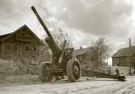 Asisbiz Finnish troops inspect captured Soviet heavy artillery at Tuulos Aunus 6th Sep 1941 45936