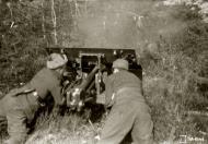 Asisbiz German PAK gunners in action near Medvezhyegorsk Karelia Russia 22nd Apr 1942 88943
