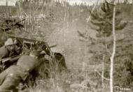 Asisbiz German PAK gunners in action near Medvezhyegorsk Karelia Russia 22nd Apr 1942 88945