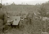 Asisbiz German PAK gunners in action near Medvezhyegorsk Karelia Russia 22nd Apr 1942 88947