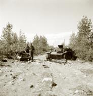 Asisbiz German Panzer II tanks hit a mine at Vasonvaara Vuokkiniemi 1st Jul 1941 23030