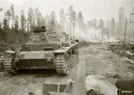 Asisbiz German Panzer III battles it out with Soviet forces at Ounasniemi 16th Jul 1941 26164