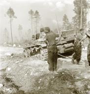 Asisbiz German Panzer III tank hit a mine at Vasonvaara Vuokkiniemi 1st Jul 1941 23058