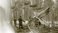 Asisbiz German Wehrmacht 6 inch howitzer awaits a fire command during the battle on Lake Jelettijarvi 13th May 1942 88802